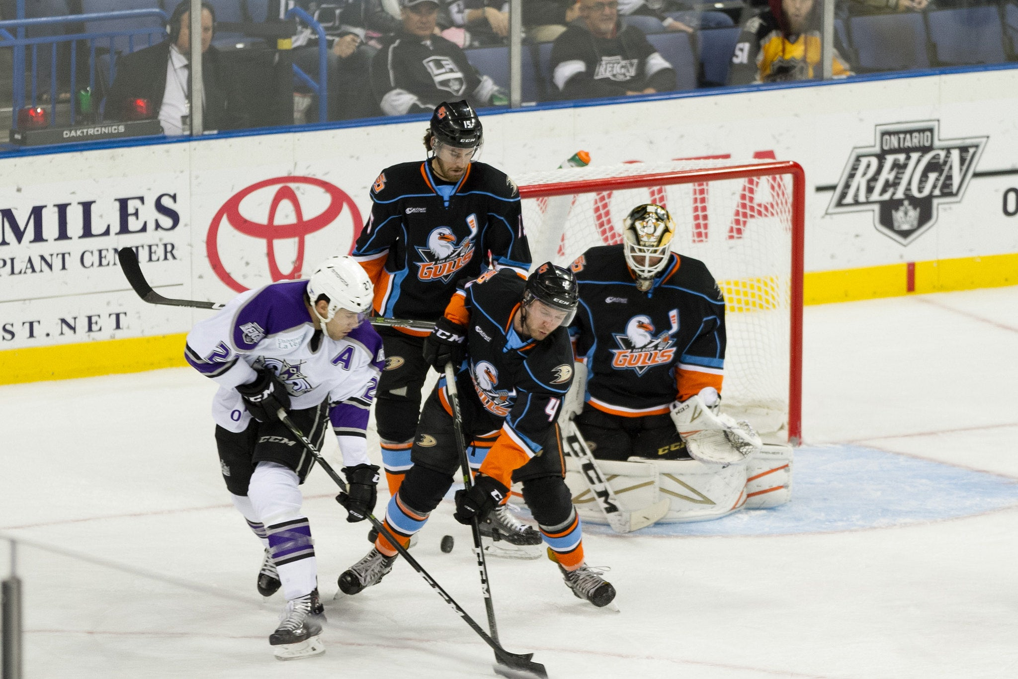Gulls Sneak Away with 3-2 Win Friday